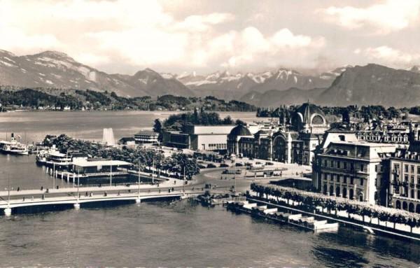 Luzern. Seebrücke, Bahnhof, Kongresshaus und die Alpen Vorderseite