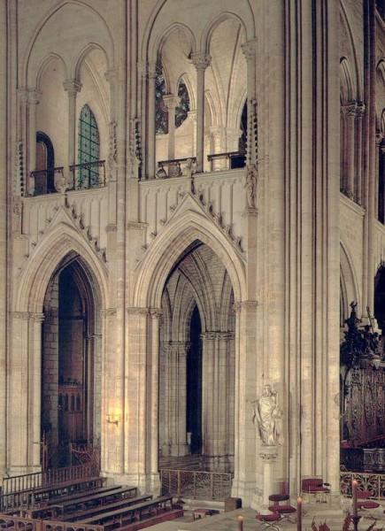 La Cathédrale Notre-Dame de Paris. La croisée des transepts vers le nord-est Vorderseite