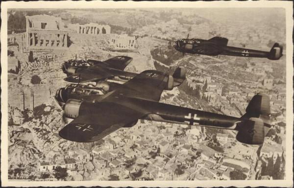 Kampfflugzeug Dornier über der Akropolis Vorderseite
