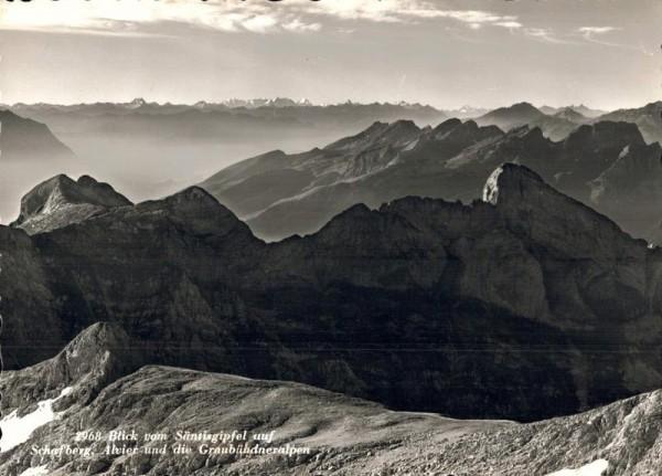 Blick vom Säntisgipfel auf Schafberg, Alvier und die Graubündneralpen Vorderseite