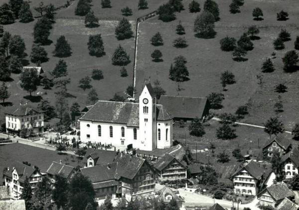 Kath. Pfarrkirche, Tuggen Vorderseite