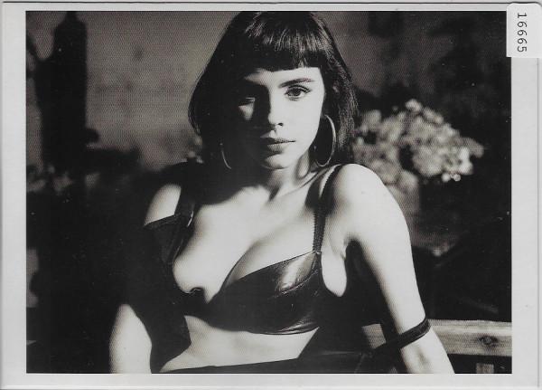 Mathilda May - La Beauce 1987 - Photo: Bettina Rheims