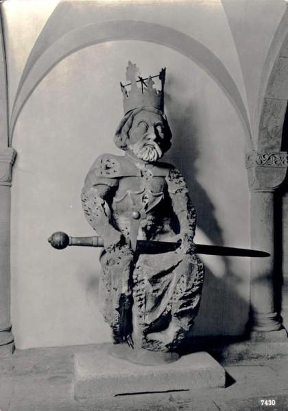 """Zürich. Krypta im Grossmünster. Orginal-Statue """"Karl der Grosse"""" Vorderseite"""