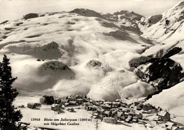 Bivio am Julierpass mit Skigebiet Cuolms Vorderseite