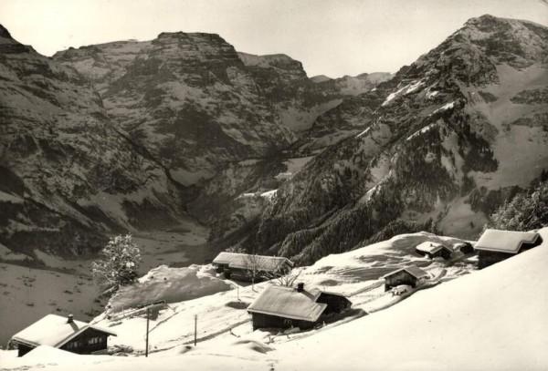 Bergwirtschaft Nussbuel bei Braunwald mit Selbsanft, Bifertenstock, Piz Urlaun und Kammerstock Vorderseite