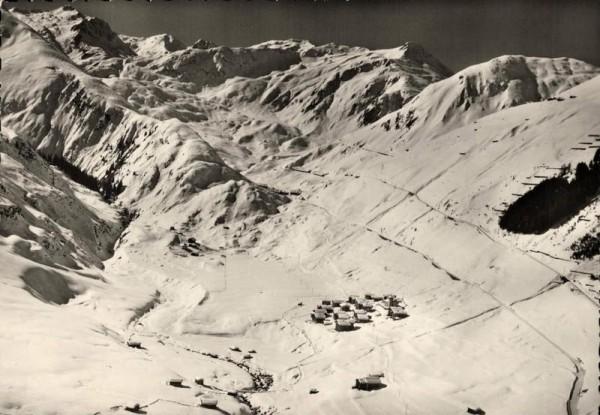 Tschamut-Selva mit Skigebiet Vorderseite