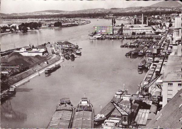 Basel - Teilansicht des Rheinhafens