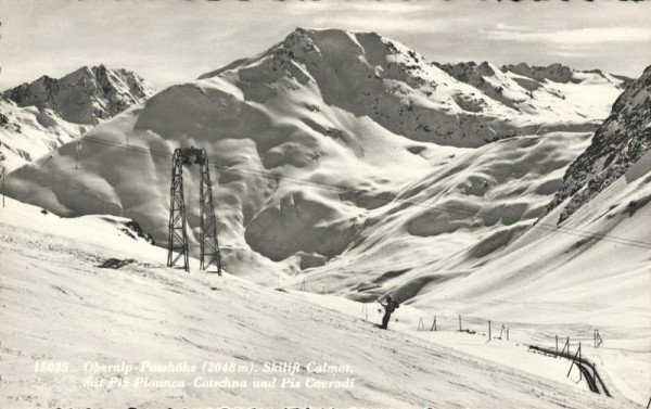 Oberalp-Passhöhe. Skilift Calmot mit Piz Plaunca-Cotschna und Piz Cavradi Vorderseite
