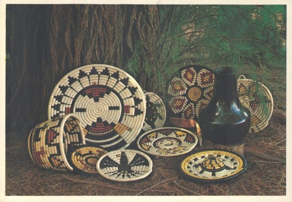 Hopi Coiled Baskets and Plaques Vorderseite