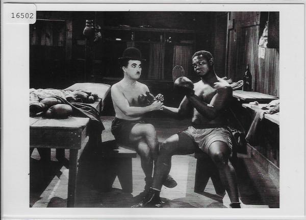 Charlie Chaplin 1923 als Boxer