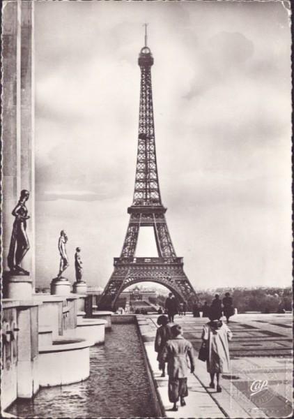 La Tour Eiffel et la Terrasse du Palais de Chaillot, Paris