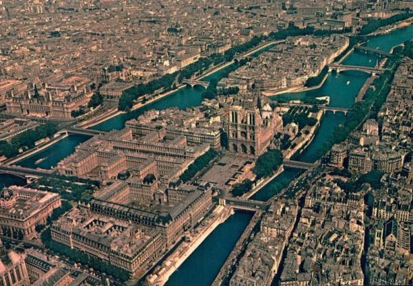 En survolant Paris. L`Ile de la Cité Notre-Dame et l`Ile Saint-Louis Vorderseite