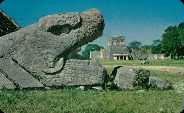 Die gefiederte Schlange und der Tempel der Jaguare in Chichen Itza, Yucatan (Mexiko) Vorderseite