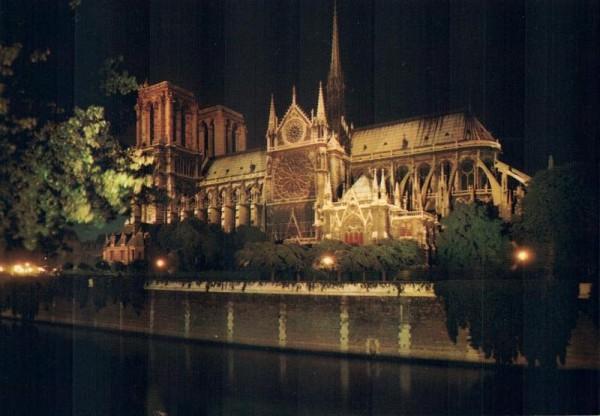 Paris, la nuit. Notre-Dame illuminée, côté abside Vorderseite