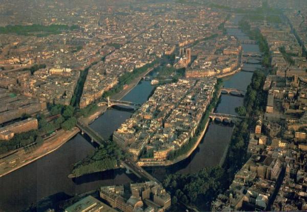 En survolant Paris. La Seine et ses ponts, i`Ile Saint-Louis, i`Ile de la Cité et Notre-Dame Vorderseite