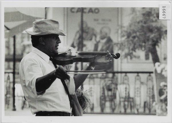 Federico Fellini dirigeant une scene du film 8 1/2