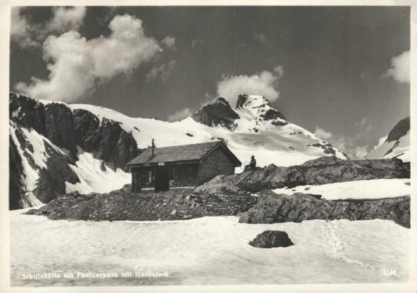 Schutzhütte am Panixerpass mit Hausstock Vorderseite
