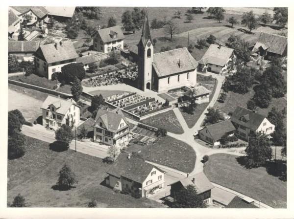 8824 Schönenberg ZH, Ref. Kirche, Hüttnerstr., Kirchrain Vorderseite