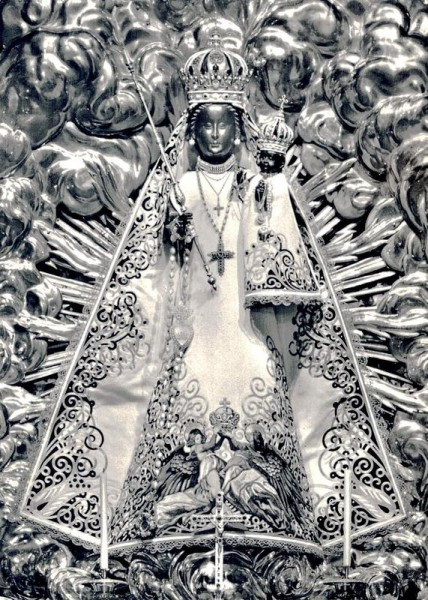 Stiftskirche, Einsiedeln. Madonna in der Gnadenkapelle Vorderseite